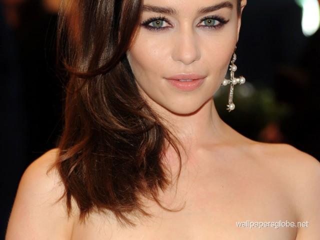 Emilia-Clarke-640x480